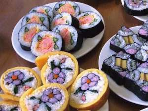SUSHI-ROLL-DECORATION