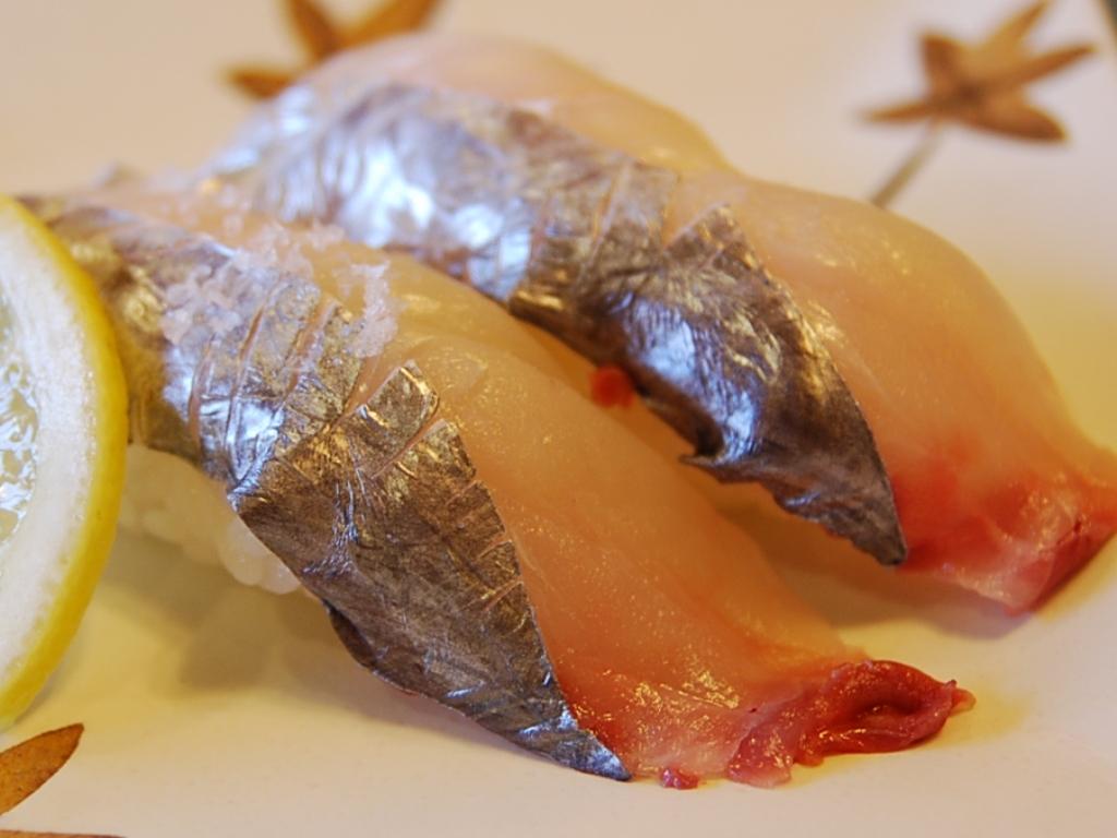 Seasonal fishes 6 tachiuo scabbard fish shizuoka sushi for Fish for sushi