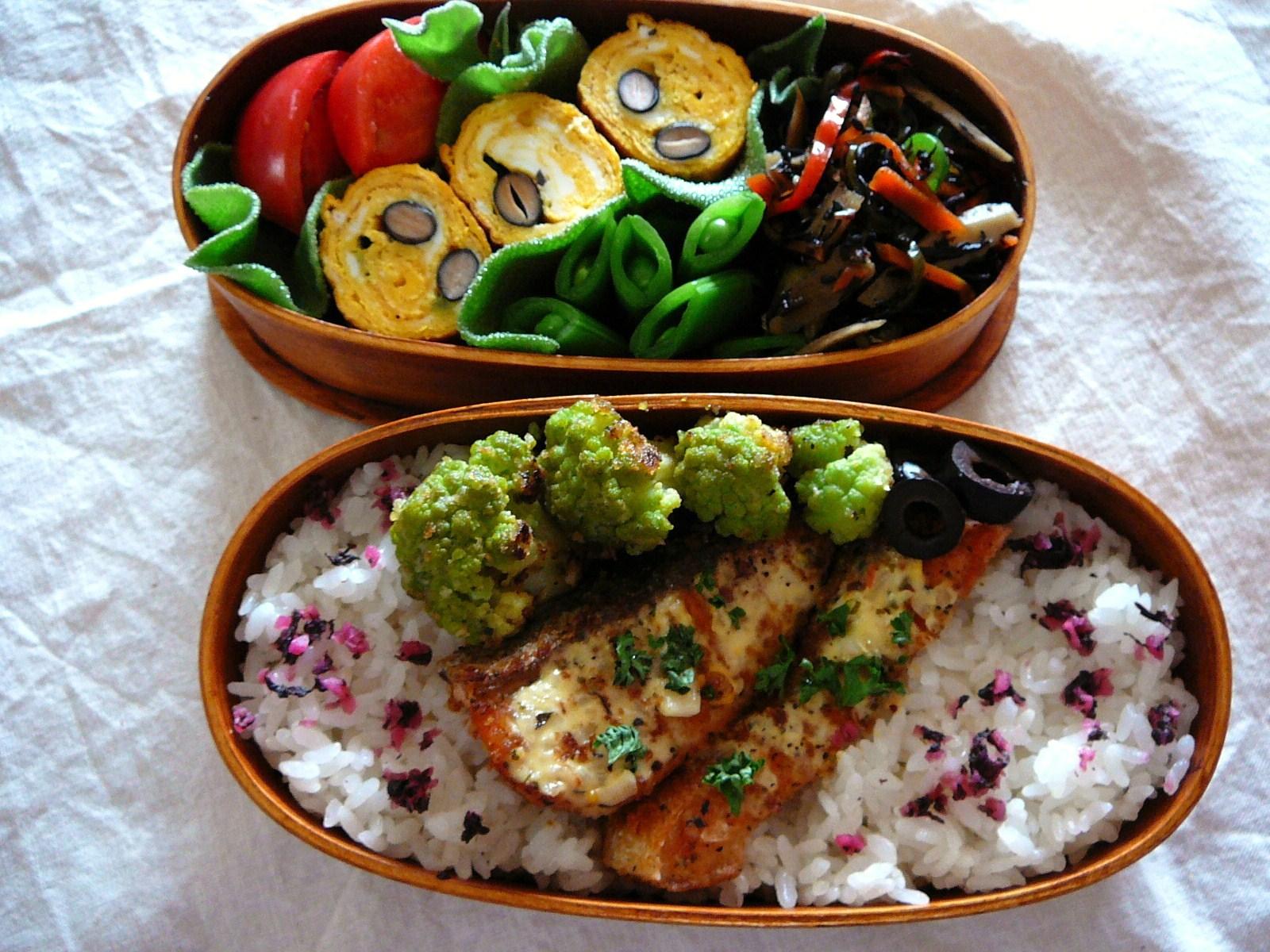 today s bento lunch box 12 12 salmon and smileys bento shizuoka gourmet. Black Bedroom Furniture Sets. Home Design Ideas