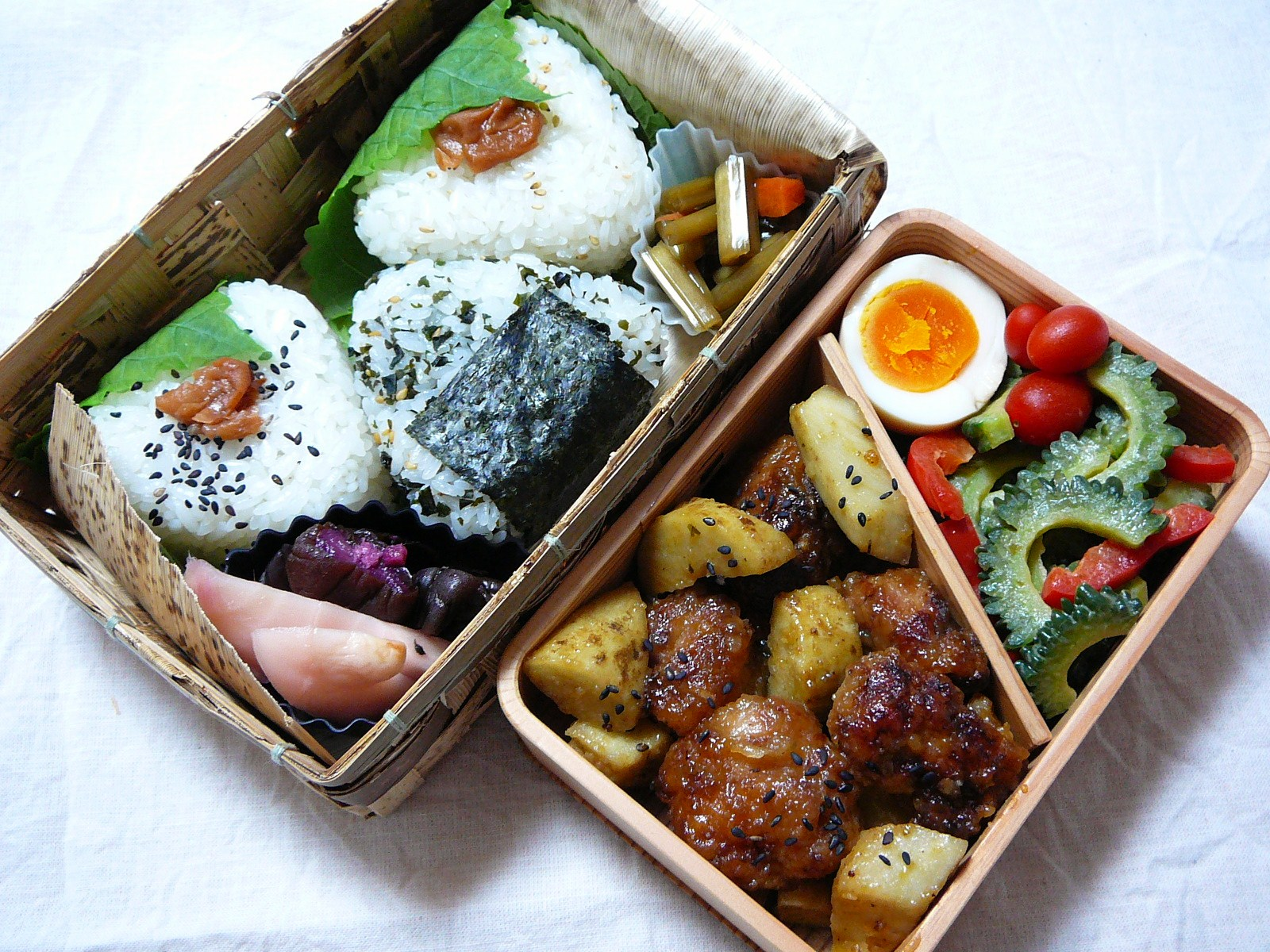 today s bento lunch box 12 29 karaage and burdock bento. Black Bedroom Furniture Sets. Home Design Ideas
