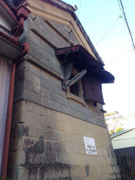 石積みの蔵-窓4