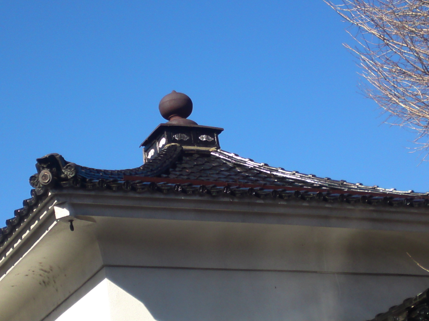 Japanese kura shizuoka gourmet for Roof peak decorations