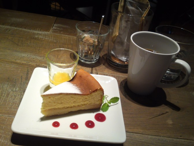 American Dessert: New York Baked Cheese Cake at BLUE BOOKS Cafe in Shizuoka City!