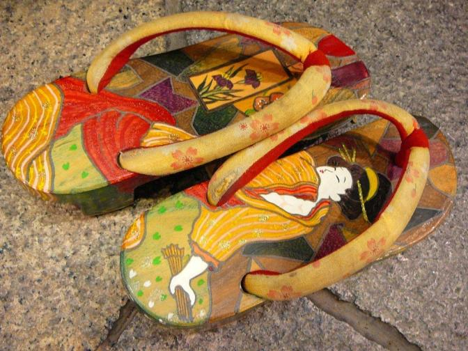 Walking to the Izakaya the Japanese Way: Geta/Japanese Clogs